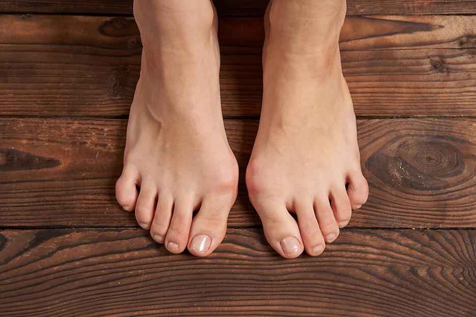 Feet_Toes_Leg_Toenail_standing